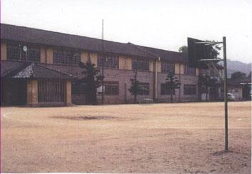 schoolhouse_built_of_wood.jpg