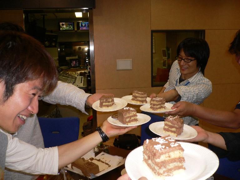 080618慎ちゃんケーキ乾杯.jpg