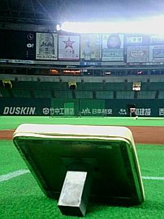 ヤフードームを三塁ベースから.jpg