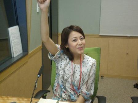 KANSHAしてを聴きながらノリノリの吉井歌奈子.JPG